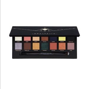 Anastasia Beverly Hills prism! Limited edition